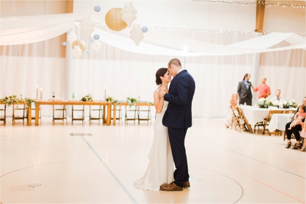 west_michigan_wedding_photographer_lifestyle_timelss_authentic_catholic_byron_center_wedding_Tifani_Lyn_Photography_Elise_Daniel_0038